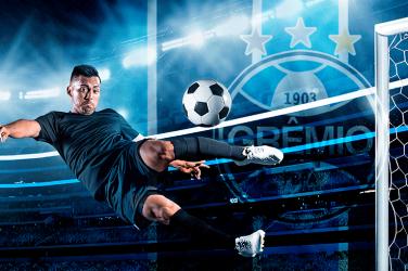 Grêmio player kicking ball in Brazilian Série A game