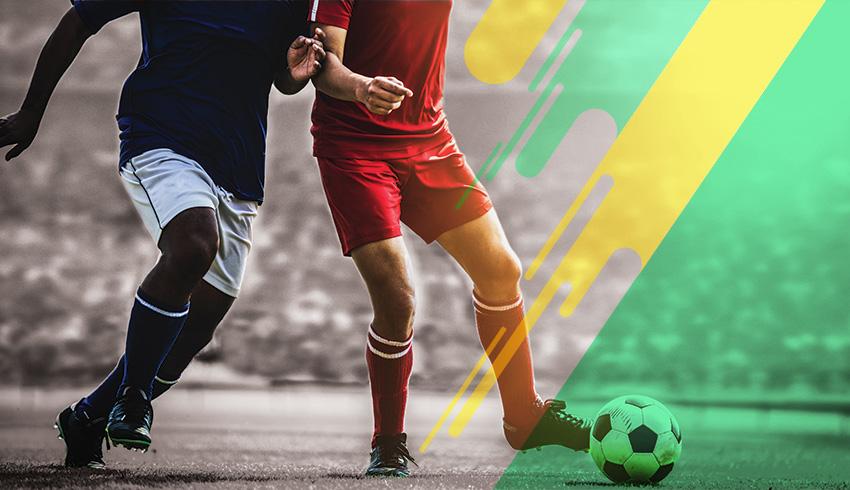 Brazilian players disputing ball during a Brasiliense Championship match