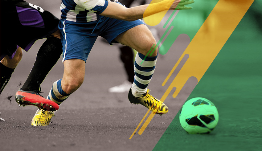 Football players disputing ball during a Brazilian Copa de Hora